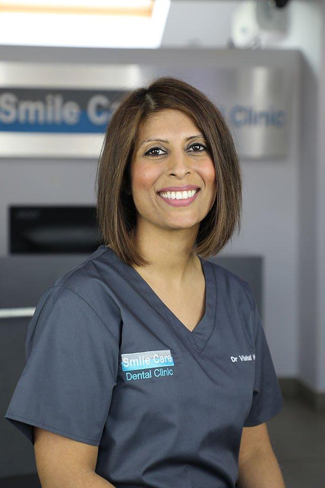 dr vishali hindocha principal dentist leicester